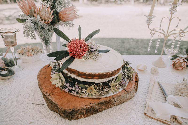 Australian NAtive flowers cake